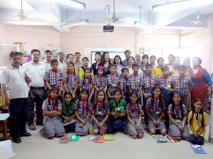 インドのスタッフと子どもたち